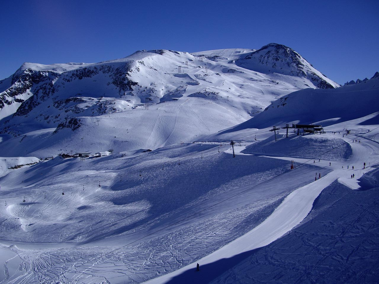 Skiing in les deux alpes and other attractive areas for Piscine les deux alpes
